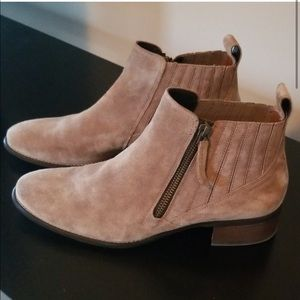 PAUL GREEN SUEDE BOOTIE SIZE 8